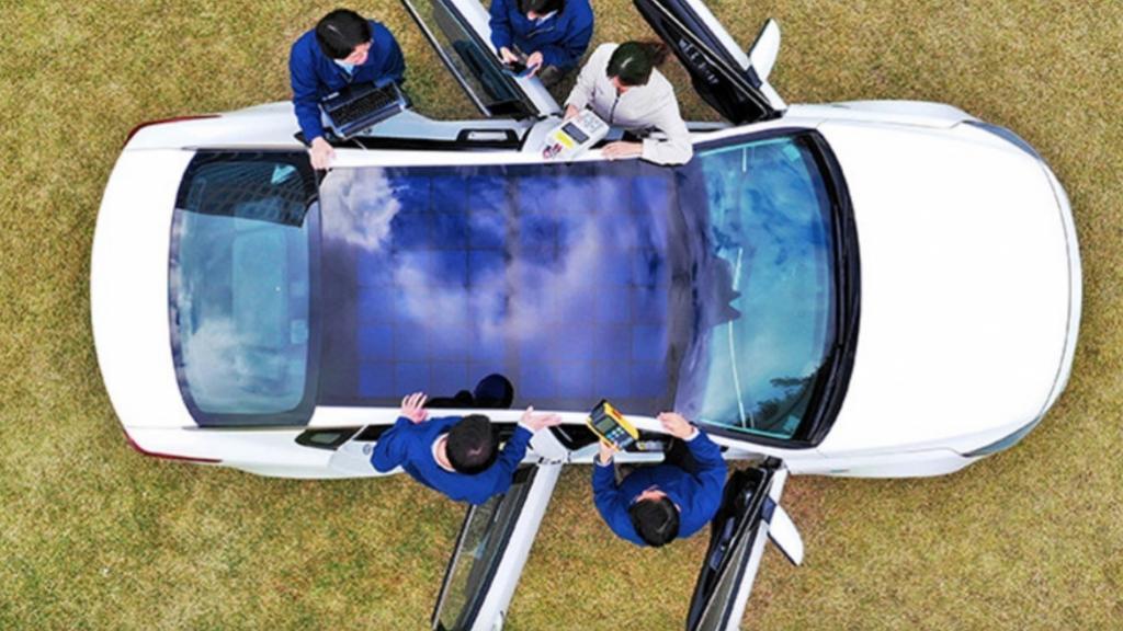 """Azijski proizvođači automobila najavljuju krovove sa solarnim panelima – stvarajući novi """"visokonaponski izazov"""" spasilačkim timovima"""