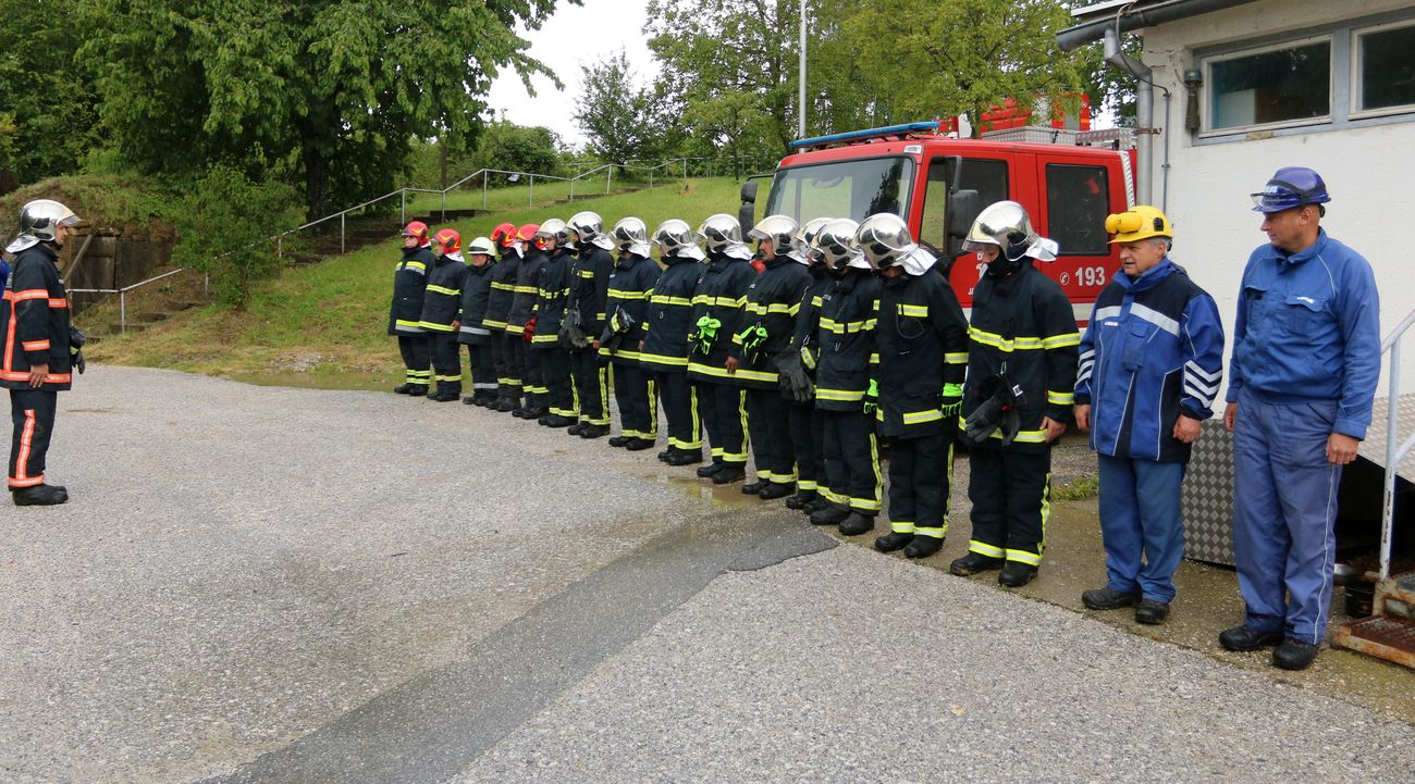 JAGNJEDOVEC: Vatrogasci uspješno ugasili požar raslinja uz spremnike nafte na Sabirnoj stanici Jagnjedovec